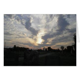 Cartão do nascer do sol 3 do cemitério