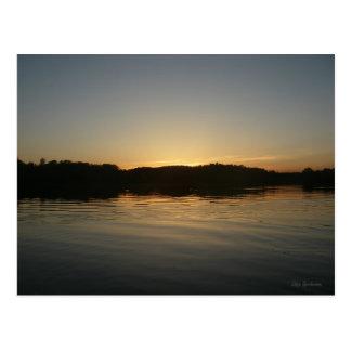 Cartão do por do sol do lago