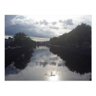 Cartão do por do sol do rio de Dublin