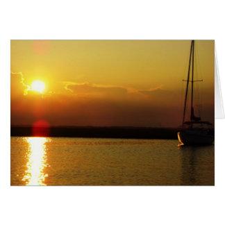 Cartão do por do sol do veleiro