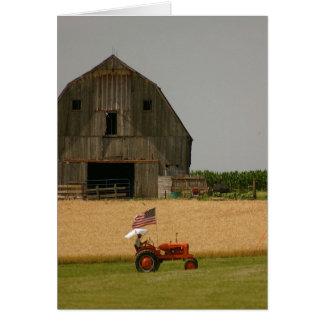 Cartão do trator: Trator, bandeira americana &