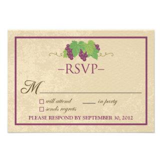 Cartão do vinhedo RSVP (design do pergaminho) Convite