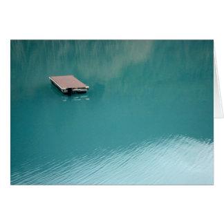 Cartão Doca de flutuação no crescente do lago