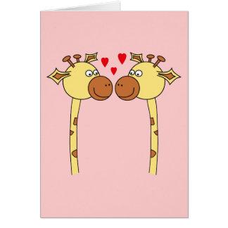 Cartão Dois girafas com corações vermelhos do amor.
