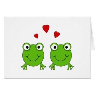 Cartão Dois sapos verdes com corações vermelhos