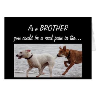 Cartão Dor engraçada do irmão do aniversário nos cães