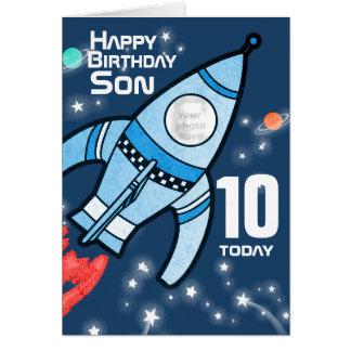 Cartão dos meninos do aniversário do filho da foto