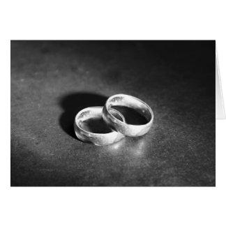 Cartão Duas alianças de casamento