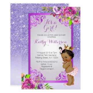 Cartão É uma menina que o chá de fraldas roxo do ouro