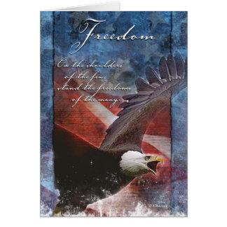 Cartão Eagle patriótico em vôo