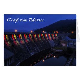 Cartão Edersee Staumauer iluminado ao cair da tarde