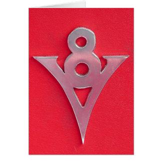 Cartão Emblema de V8 do cromo da ilusão no couro vermelho