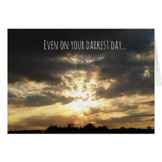 Cartão encorajador do dia o mais escuro