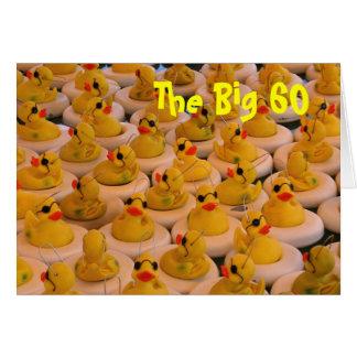 Cartão engraçado aniversário amarelo dos patos da