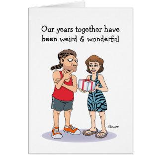 Cartão engraçado do aniversário: Estranho e maravi