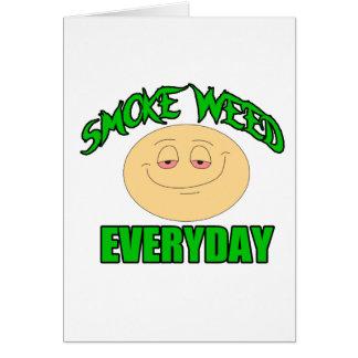 Cartão Erva daninha do fumo cada smiley alto engraçado do