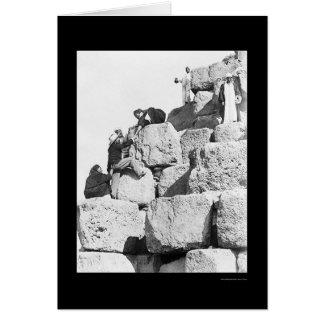Cartão Escalando a grande pirâmide em Egipto 1870