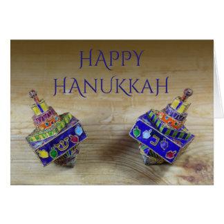 Cartão esmaltado de Hanukkah de dois dreidels
