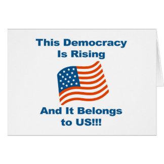 Cartão Esta democracia está aumentando e pertence-nos!