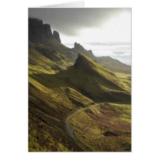 Cartão Estrada que ascensão o Quiraing, ilha de Skye,