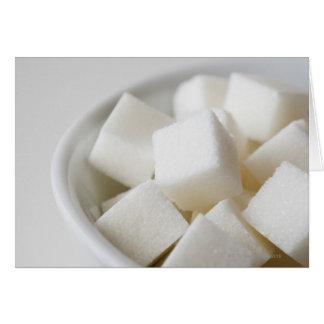 Cartão Estúdio disparado de cubos do açúcar na bacia