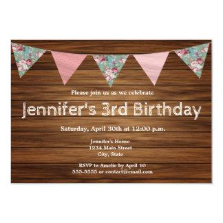 Cartão Feliz aniversario da menina de madeira rústica da