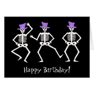 Cartão Feliz aniversario de dança de esqueleto preto do