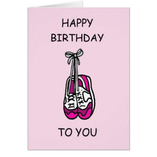 Cartão Feliz aniversario, instrutores cor-de-rosa para o