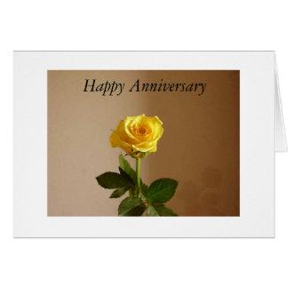 Cartão feliz bonito do aniversário do rosa amarelo