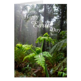 Cartão feliz da floresta húmida do Dia da Terra