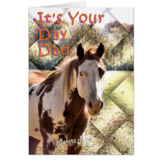Cartão feliz do cavalo da pintura do dia dos pais