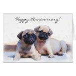 Cartão feliz dos filhotes de cachorro do Pug do