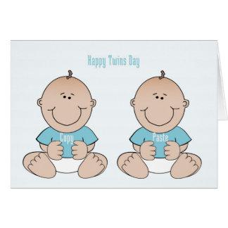 Cartão feliz dos meninos de dia dos gêmeos