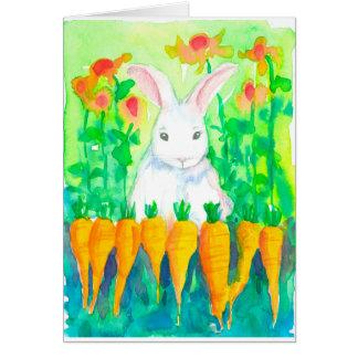 Cartão Felz pascoa branco das cenouras do coelho