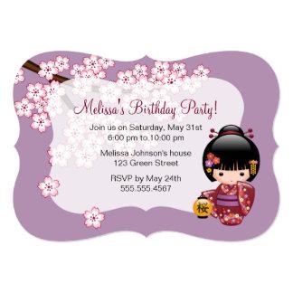 Cartão Festa de aniversário bonito da gueixa da boneca de