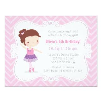 Cartão Festa de aniversário bonito de Chevron do rosa da