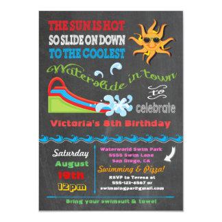 Cartão Festa de aniversário da piscina da corrediça de