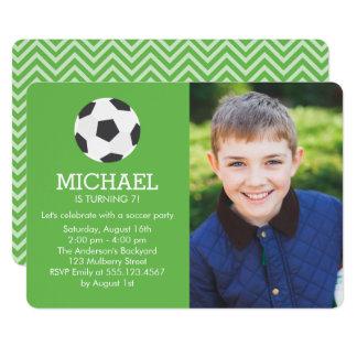 Cartão Festa de aniversário temático da foto do futebol