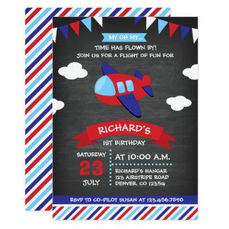 Cartão Festa de aniversário vermelha e azul do avião do