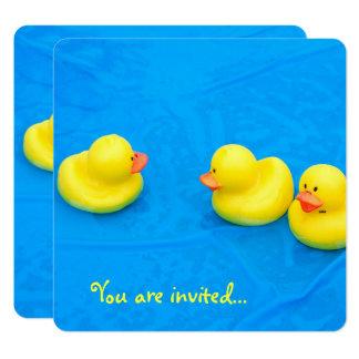 Cartão Festa na piscina com patos amarelos