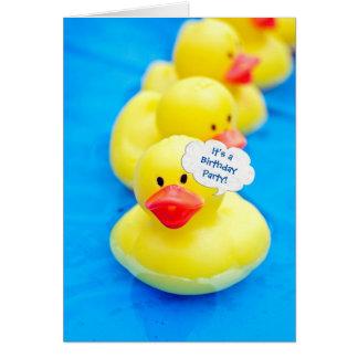Cartão Festa na piscina do aniversário com os patos de