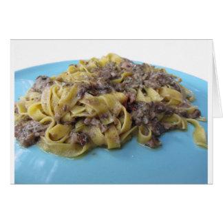 Cartão Fettuccine ou massa fresca italiana do tagliatelle