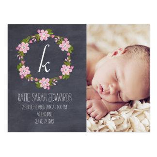 Cartão floral do anúncio do bebê da menina do