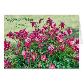 Cartão Flores do rosa e os brancose botões aquilégias