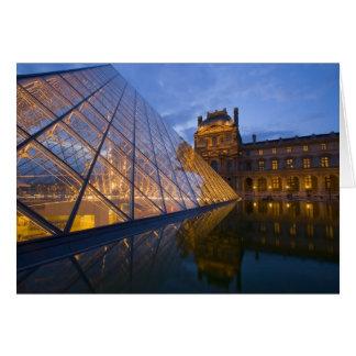 Cartão France, Paris. O Louvre no crepúsculo. Crédito 3