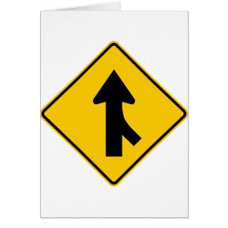 Cartão Fundindo o sinal da estrada do tráfego (direito)