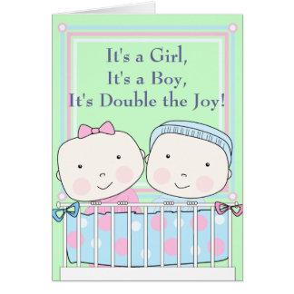 Cartão Gêmeos no bebê da ucha, da menina e do menino