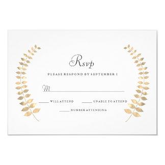 Cartão Grinalda dourada RSVP da folha do casamento do