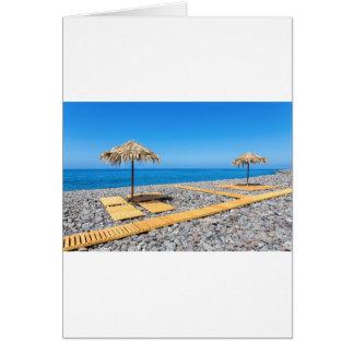 Cartão Guarda-chuvas de praia com trajeto e pedras na