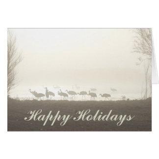 Cartão Guindastes de Sandhill na névoa boas festas